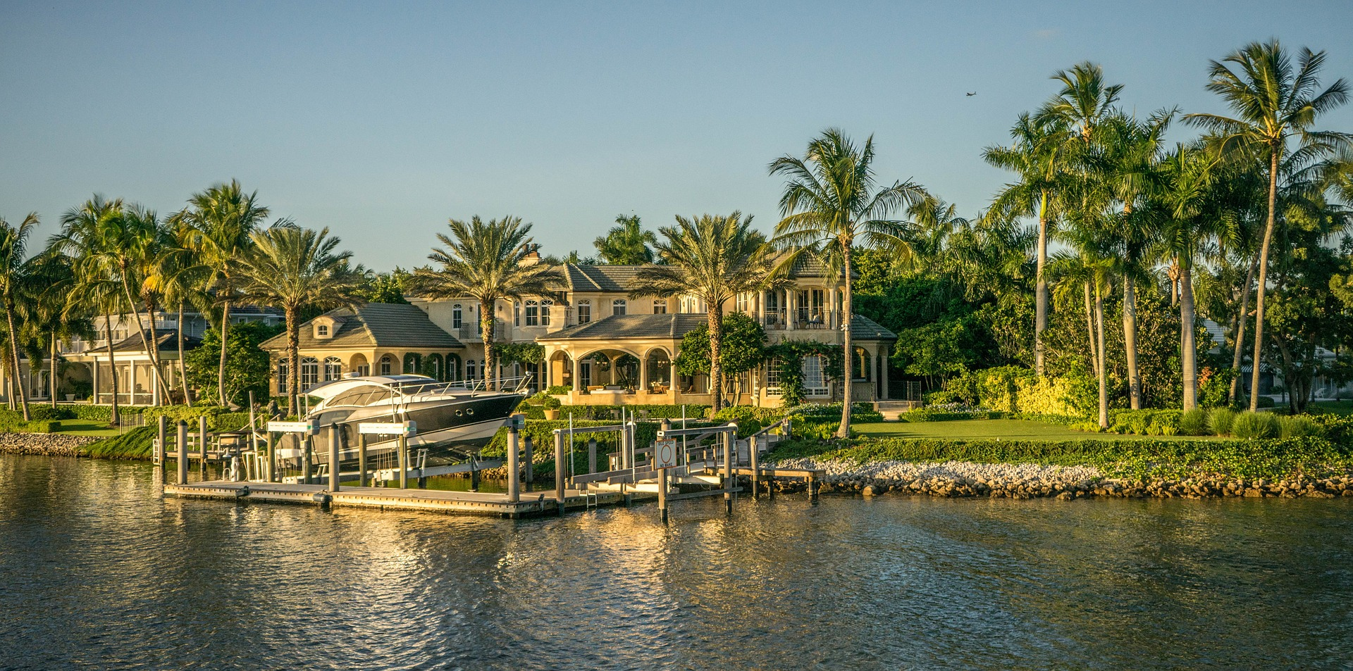 Many of the Florida luxury real estate can be found in Naples.