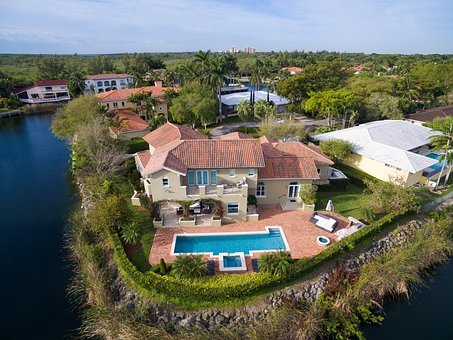 Houses with pools are part of rental real estate in South Florida