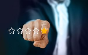 Businessman pointing to a gold star review review for commercial moving companies Miami
