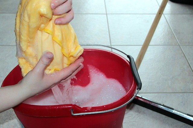 Cleaning the floor - good way to help your Miami movers