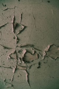 A cracked wall - take care of it to renovate your home on a budget.