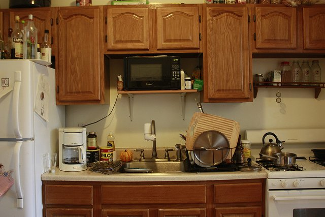 After you downsize your kitchen and declutter, it should look like this