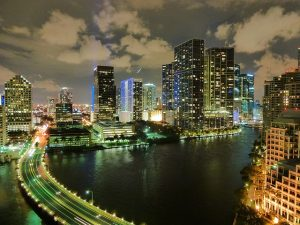 Super Practical Tips for New Expats in Florida - Miami at night
