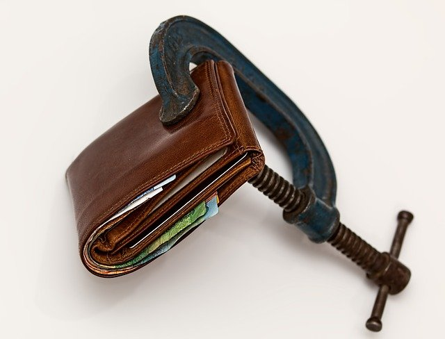A wallet can be important during a DIY residential move