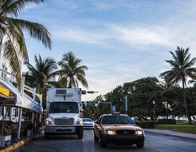 Truck performing a local move around the Miami area
